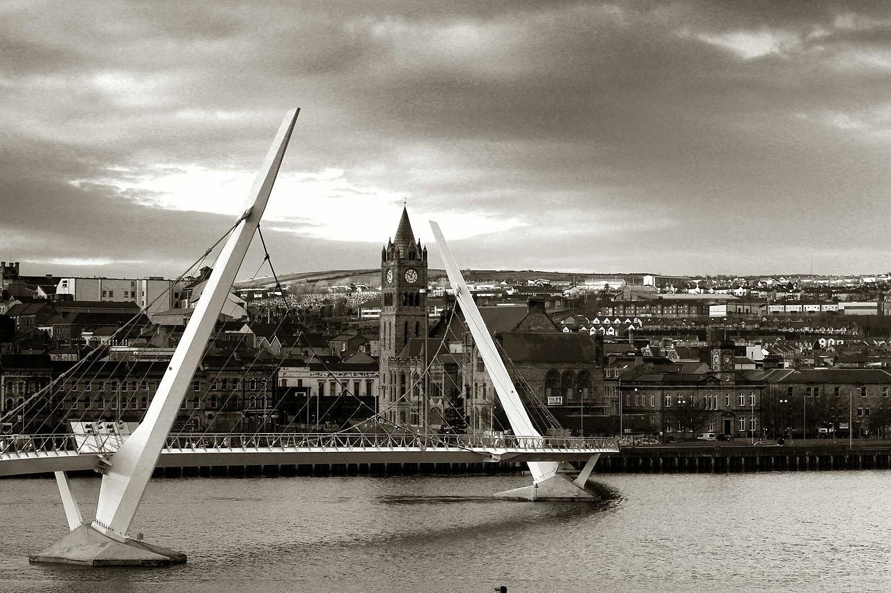 https://commons.wikimedia.org/wiki/File:Peace_bridge_Derry_2012.jpg
